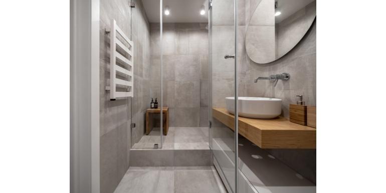 Urządzasz wąską łazienkę? Poznaj wskazówki naszych specjalistów